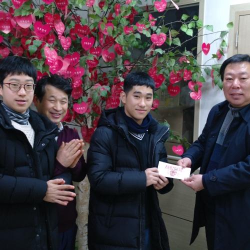 이정훈군 중학교 졸업식 장학금 기부